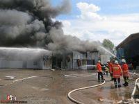 2015-07-22 Lagerhalle in Vollbrand Quelle Bernd Herzig Feuerwehr Tiste (2)