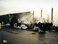 Die brennende Halle in der Nacht. Quelle: FF Wohnste